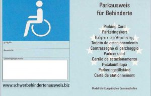 parkausweis-blaue-parkkarte-behindertenparkplatz